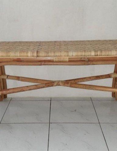 ספסל במבוק טבעי