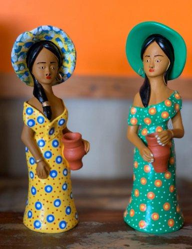אומנות עבודת יד מברזיל נשים עם כובע