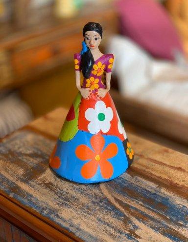 אומנות עבודת יד מברזיל אישה עם שמלה